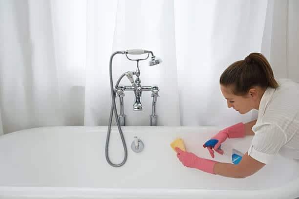 تنظيف شامل للحمامات من شركة الأمين