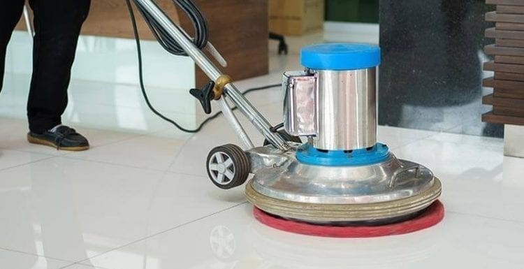 أفضل المعدات لتنظيف وجلي الأرضيات لدي شركة تنظيف منازل في أم القيوين